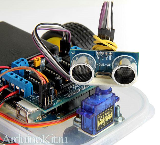 Мини робот на Arduinoю Готов к движению. Смотрит своими сенсорами