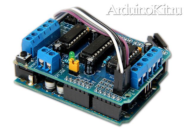 Вид соединенных плат. Соединяем плату управления двигателями с платой Arduino UNO