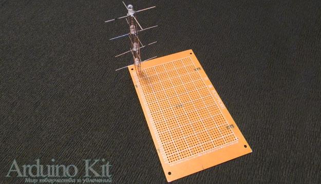 Вид спаяннрго столбика из 4 светодиодов RGB впаяный в плату