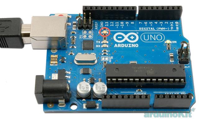 Крастным кругом на плате Arduino UNO отмечен светодиод подключенный к порту 13