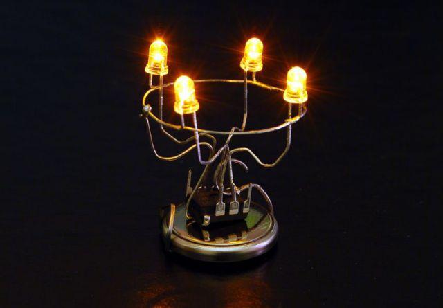 Вид работающего устройства. Рождественский светильник на ATtiny13