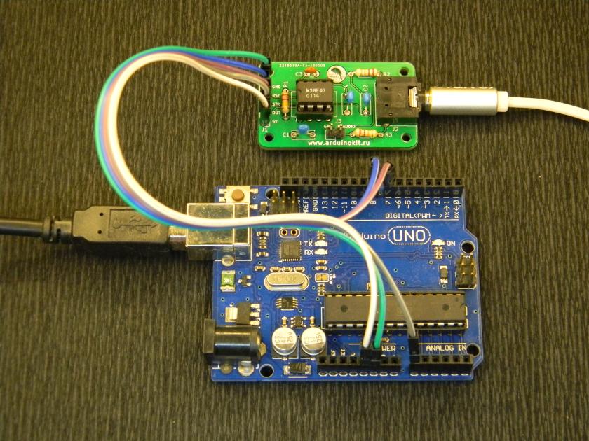 Аудиосигнал с выхода плеера поступает на вход микросхемы MSGEQ7
